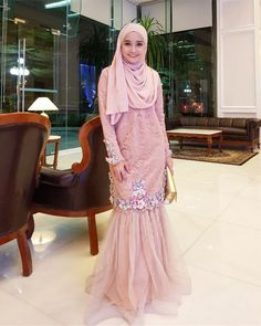 Last minit @carlsamsudin bagitau ada kenduri belah malam. Nasib baik ada baju nak pakai  (  @bellaammara ) Abaya Fashion, Muslim Fashion, Women's Fashion Dresses, Hijab Gown, Hijab Dress Party, Kebaya Dress, Dress Pesta, Modest Dresses, Elegant Dresses