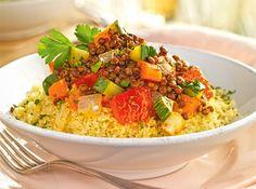 Cuscús con lentejas y verduras salteadas Polenta, Deli, Fried Rice, Quinoa, Risotto, Tapas, Vegan Recipes, Vegan Food, Food And Drink