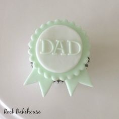 With Father's Day just around the corner, why not make these cute little cupcake toppers for your number 1 dad! What you will need: White sugarpaste and green modelling paste. Fathers Day Cupcakes, Fathers Day Cake, Fathers Day Crafts, Fondant Cupcake Toppers, Cupcake Cakes, Cupcake Ideas, Beer Mug Cake, Sweet Little Things, Cake Business