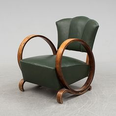 A 1930s/19402 easy chair.