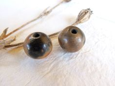 Ceramic beads set of 2 unique smoked fired par CouleursDeTerre
