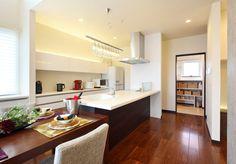 キッチン Feng Shui, Countertops, Kitchen Dining, Interior Design, Architecture, House Styles, Table, Room, Kitchens