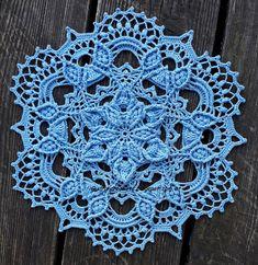 Gudrun Crochets: Poinsettia - Elena Skripina Crochet Snowflake Pattern, Crochet Doily Diagram, Crochet Square Patterns, Crochet Snowflakes, Crochet Dollies, Crochet Flowers, Thread Crochet, Crochet Yarn, Crochet Christmas Decorations