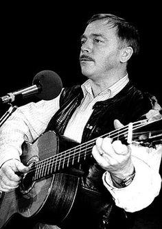 MEMORYWEBSITE: Básník a zpěvák totality Karel Kryl - vzácná osobn...