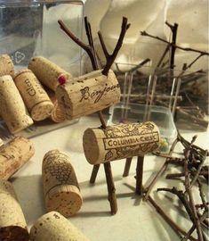 Make The Best of Things: Teeny Tiny Wine Cork Reindeer Wine Craft, Wine Cork Crafts, Wine Bottle Crafts, Wine Bottles, Wood Crafts, Paper Crafts, Diy Crafts, Noel Christmas, Diy Christmas Ornaments