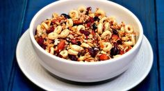 Delight your Thanksgiving and Christmas guests with this irresistible granola made with oats, cranberries, honey, cinnamon and Honey Nut Cheerios™. I love them because they can be served as a snack before dinner or for breakfast with your favorite yogurt. Best of all, you won't believe how easy they are to prepare with ingredients you probably already have!