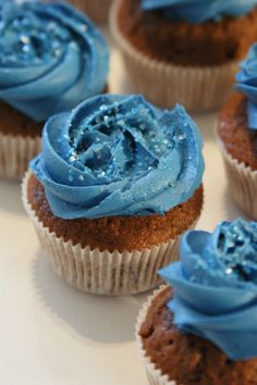 #chocolate #vanilla #cupcake Yummy Cupcakes, Vanilla, Chocolate, Desserts, Food, Tailgate Desserts, Deserts, Delicious Cupcakes, Essen