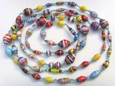 Fabriquer des colliers de perles en papier recyclé Paper Bead Jewelry, Old Jewelry, Jewelry Tools, Paper Beads, Cute Jewelry, Jewelry Crafts, Beaded Jewelry, Handmade Jewelry, Beaded Necklace