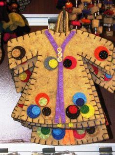 kaftan Love Craft, Art N Craft, Felt Keyring, Wool Applique Patterns, Felt Fabric, Felt Dolls, Felt Ornaments, Mug Rugs, Felt Art