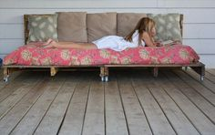 How to Make a Pallet Daybed From old Pallets | Wooden Pallet Furniture