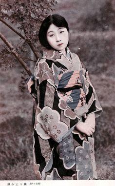 taishou-kun: Ushio Midori 潮みどり actress in Katei to engei 家庭と演藝 movie magazine - Nikkatsu 日活 - June 1924 Old Pictures, Old Photos, Colorful Pictures, Japanese History, Japanese Culture, Japanese Beauty, Vintage Photographs, Vintage Photos, Samurai