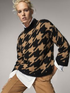 Fall Winter 2017 Women´s HOUNDSTOOTH SWEATER at Massimo Dutti for 49.95. Effortless elegance!