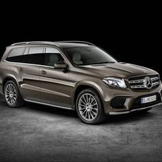 If you can't wait until the LA Auto Show kicks off on November 17 to see more of Mercedes' new GLS, here's a plethora of images and the first video of the luxury SUV. Mercedes Benz Suv, Mercedes G Wagon, Mercedes Benz Gl Class, Mercedes Vito, New Mercedes, Benz Car, Bmw X7, New Luxury Cars, Luxury Suv