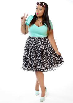 Domino Dollhouse - Plus Size Clothing: Skulls in Love Skirt