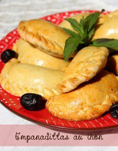Tapas espagnol empanadillas au thon poivron coriandre et menthe