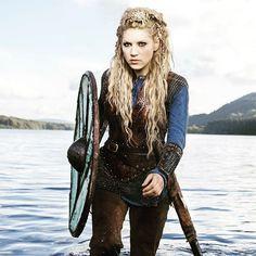 Katheryn Winnick Vikings, Vikings Lagertha, Lagertha Hair, Ragnar, Lagertha Lothbrok, Lagertha Costume, Viking Braids, Viking Hair, Viking Dress