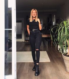 All black 🖤 - Outfit ideen - Fashion Outfits Cute All Black Outfits, Black Outfit Edgy, All Black Outfit For Work, Black Boots Outfit, Trendy Outfits, Fall Outfits, Cute Outfits, Fashion Outfits, All Black Converse Outfit