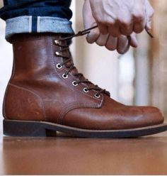 When it comes to having to have shoes for men, boots are at the top of the list. These shoes are not only practical and comfortable but also flexible and stylish. A pair of boots can take you from … Mode Shoes, Men's Shoes, Shoe Boots, Dress Shoes, Man Boots, Brown Boots Men, Winter Essentials, Fashion Boots, Mens Fashion