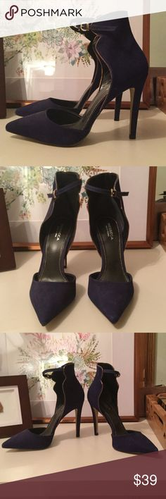 Messeca New York Blue Gianni Heels, Like New! Midnight blue heels with ankle strap and gold trim.  Never worn outside! Messeca Shoes Heels