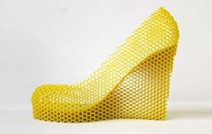 Artist Sebastian Errazuriz used to have 12 beautiful girlfriend, well, who doesn't? To remember his past loving stories, he designed a series of high-heel shoes, each pair of shoes are reflection of one of his girlfriend. Want to know more about his shoes or his girlfriend? Click the link:12 shoes for 12 lovers