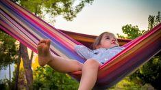 ハンモックってどんなイメージがありますか? キャンプやリゾート地以外にも、家庭での利用も増えているハンモックですが、 寝方が原因で体に悪い影響が出ている方も少なくないようです。  ハンモックでのリラックスタイムや昼寝など、短時間の利用であれば体への影響も少ないですが、 ベッド替わりに使用したり、キャンプでハンモック泊をしたりとじっくり睡眠を取るには正しい寝方を知ることが大切です! それではさっそく説明していきましょう!! Resorts For Kids, Best All Inclusive Resorts, Family Resorts, Family Trips, Family Travel, Portable Hammock, Hammock Tent, Outdoor Hammock, Jungle Hammock