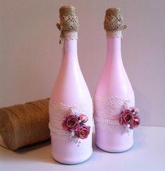 Свадебное шампанское- это еще одно украшение стола жениха и невесты  цвета шампанского могут быть любыми, в зависимости от цветовой гаммы вашей свадьбы здесь мы добавили немного легкого кружева, жемчужной ленты и цветов #hammy_design
