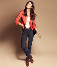 skinny pants, bootie, coloured belt and blazer, tucked in shirt. Latest Fashion For Women, Latest Fashion Trends, Fashion Online, Womens Fashion, Business Casual Dresscode, Business Outfits, Pretty Outfits, Cute Outfits, Pretty Clothes