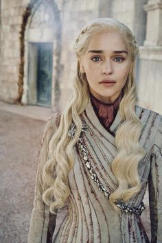 Emilia Clarke - Game of Thrones Emilia Clarke Daenerys Targaryen, Game Of Throne Daenerys, Game Of Thrones Khaleesi, Jon Snow And Daenerys, Dessin Game Of Thrones, Arte Game Of Thrones, Enilia Clarke, Daenarys Targaryen, Daenerys Targaryen Makeup