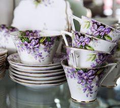 I just love tea cups and tea pots! Cuppa Tea, Teapots And Cups, China Tea Cups, Vintage Dishes, Vintage Teacups, Vintage China, My Cup Of Tea, Chocolate Pots, Tea Cup Saucer