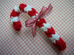 Free Candy Cane Crochet Pattern~ use as an ornament or decoration on a present. Also, spray a little tea on it to give it vintage look or spray glitter to glitz it up a bit..