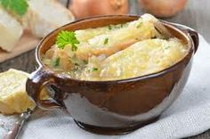 Beautiful caramelized onions with melted cheese on it. Prepare French Onion Soup topped with #Gruyere slices!