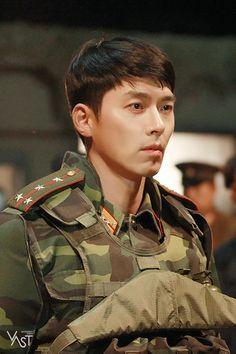 Crash Landing On You-Hyun Bin-Korean Drama-Subtitle Hot Korean Guys, Korean Men, Korean Star, Hyun Bin, Asian Actors, Korean Actors, Drama Eng Sub, Kang Jun, Jung Hyun