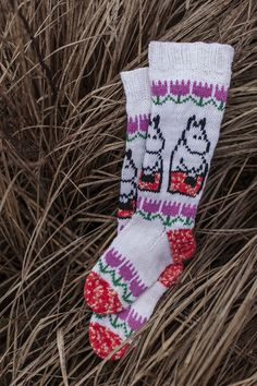 Moomin x Novita - Moominmamma's warm accessories Fair Isle Knitting, Knitting Socks, Baby Knitting, Dk Weight Yarn, Patterned Socks, Wool Socks, Moomin, Hobbies And Crafts, Mittens