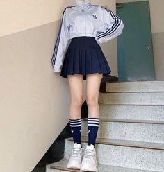 Korean Girl Fashion, Fashion Mode, Ulzzang Fashion, Kpop Fashion Outfits, Girl Outfits, 90s Fashion, Fashion Shirts, Aesthetic Fashion, Sport Fashion