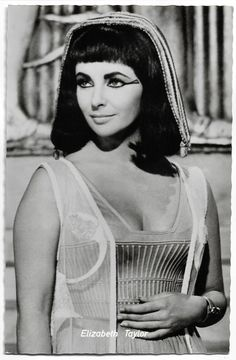 Hollywood Cinema, Hollywood Glamour, Hollywood Stars, Old Hollywood, Classic Hollywood, Divas, Elizabeth Taylor Cleopatra, Cheveux Ternes, French Beauty Secrets