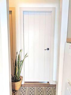Closet Door Makeover, Front Door Makeover, Closet Doors, Diy Interior Doors, Painting Interior Doors, Concrete Bird Bath, Hollow Core Doors, Diy Candle Holders, Wall Bar