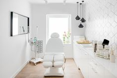 A modern beauty salon - ιατρειο - Beauty Room Beauty Room Salon, Beauty Salon Design, Beauty Salon Interior, Beauty Salons, Beauty Studio, Clinic Interior Design, Clinic Design, Schönheitssalon Design, Design Ideas