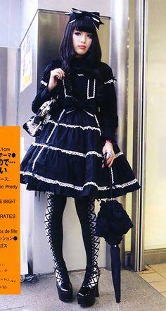 Kawaii-B All About: The Wonderful World of Lolita Grunge Goth, Nu Goth, Gothic Lolita Fashion, Gothic Dress, Lolita Dress, Visual Kei, Cute Fashion, Asian Fashion, Rock Fashion