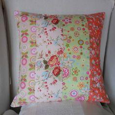 Housse de coussin en patchwork, des fleurs en rose, corail et vert d' eau