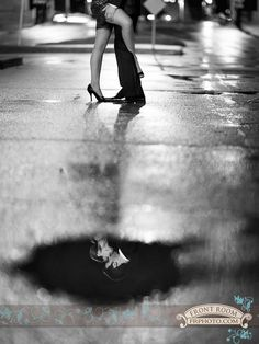Experience Engagement – Gina & Jeff! » Milwaukee Wedding Photography – Front Room Photography Milwaukee Photographer- late night engagement - city lights - urban - rainy night photography - balloon - save the date - glamour - elegant - engaged