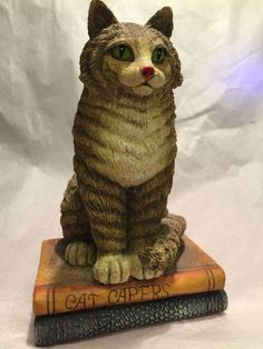 Lang Wise 99 Maine Coon Resin Cat on Books 60560101 Gorgeous George Loves Godiva | eBay