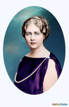 Maria, principesă de Hohenzollern-Sigmaringen Născută în 6 ianuarie 1900, a fost a doua fiică a regelui Ferdinand și a reginei Maria (de Edinburgh). Familia regală o numea Mignon, pentru a o deosebi de mama ei. S-a căsătorit cu Alexandru I, rege al Iugoslaviei, în anul 1922. După asasinarea regelui, în anul 1934, Maria a devenit regina mamă a Iugoslaviei.  Maria a murit exilată în Londra, la vârsta de 61 de ani.