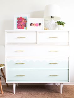 Loving this mint green scalloped dresser! Click through for step-by-step tutorial on how to create your own scalloped tallboy dresser. #decoartprojects