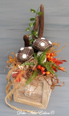 "Gesteck Herbstgesteck  ""Alte Schublade"" von Deko-Idee Eolion auf DaWanda.com Grapevine Wreath, Burlap Wreath, Fall Wreaths, Christmas Wreaths, Seasons In The Sun, Burlap Pumpkins, Old Drawers, Fall Decor, Holiday Decor"