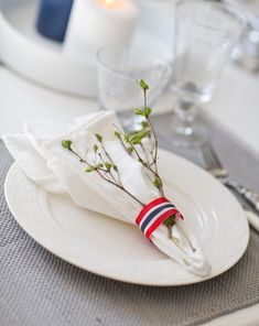 17. mai-pynt til bordet Hygge, Table Settings, Brunch, Table Decorations, Happenings, Dinner, Tableware, Holidays, Party