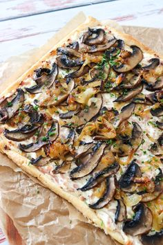 Reall about mushroom pizza recipes. Cold Vegetable Pizza, Vegetable Pizza Recipes, Mushroom Pizza Recipes, Vegetarian Recipes, Snack Recipes, Cooking Recipes, Healthy Recipes, Snacks, Healthy Food
