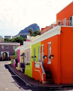 The bright, inspiring colours of Bo Kaap, Cape Town Beautiful Sites, Most Beautiful Cities, Cape Town Photography, Cape Town South Africa, City Streets, Countries Of The World, Places To Go, Buildings, Tours