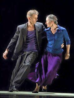 Mikhail Baryshnikov and Ana Laguna dance Mats Ek's 'Place' (photo by Bengt Wanselius via Pointe Magazine) Shall We Dance, Lets Dance, Modern Dance, Mikhail Baryshnikov, Dance Like No One Is Watching, Dance Movement, Dance Photos, Dance Art, Dance Photography