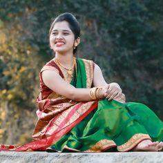 Dehati Girl Photo, Girl Photo Poses, Girl Poses, Indian Photoshoot, Saree Photoshoot, Stylish Girl Images, Stylish Girl Pic, Indian Bride Poses, Bridal Portrait Poses