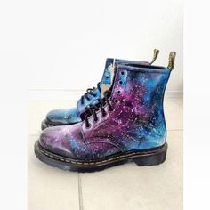 Doc Martens - What are they and how do you wear them? Dr. Martens, Red Doc Martens, Doc Martens Style, Doc Martens Outfit, Doc Martens Boots, Sock Shoes, Cute Shoes, Me Too Shoes, Shoe Boots